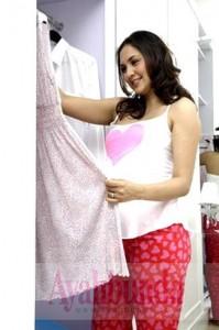 Belanja baju hamil