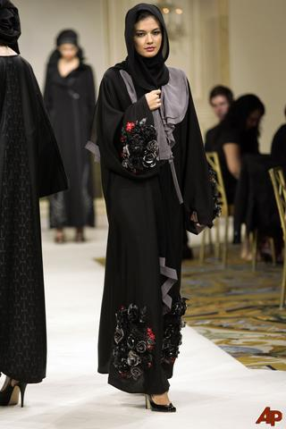 france-fashion-designer-abayas-2009-6-26-15-51-49