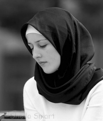 Merawat Rambut Tetap Sehat Di Balik Jilbab