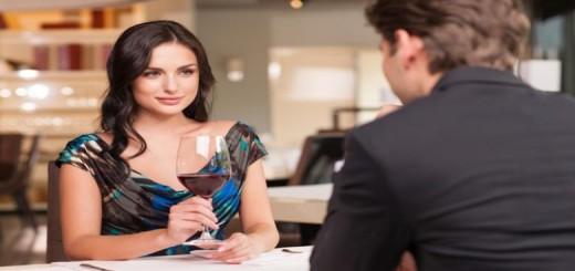 Apa Sih yang Pria Perhatikan pada 5 Menit Awal Kencan Pertama?