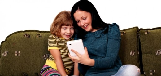 """Banyak Orangtua Andalkan Gadget untuk """"Mengasuh"""" Anak"""